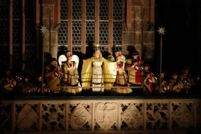 Christkind am Weihnachtsmarkt Nürnberg