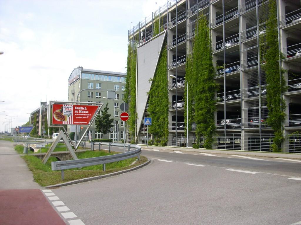Am Flughafen sind auch ausreichend Parkplätze vorhanden. Foto: Aarp65