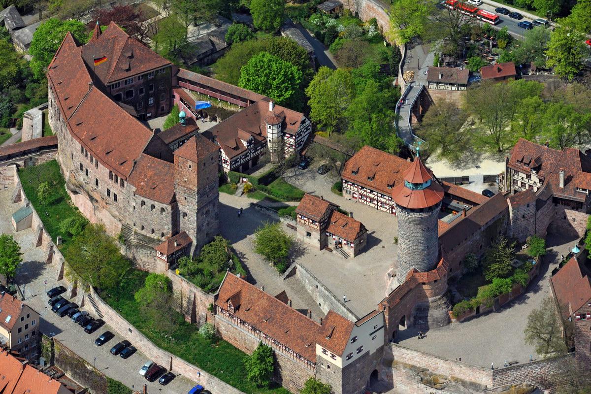Der Besuch des Burggartens ist eigentlich Pflicht. Kein anderer Nürnberger Park hat eine solche Blütenpracht aufzuweisen.