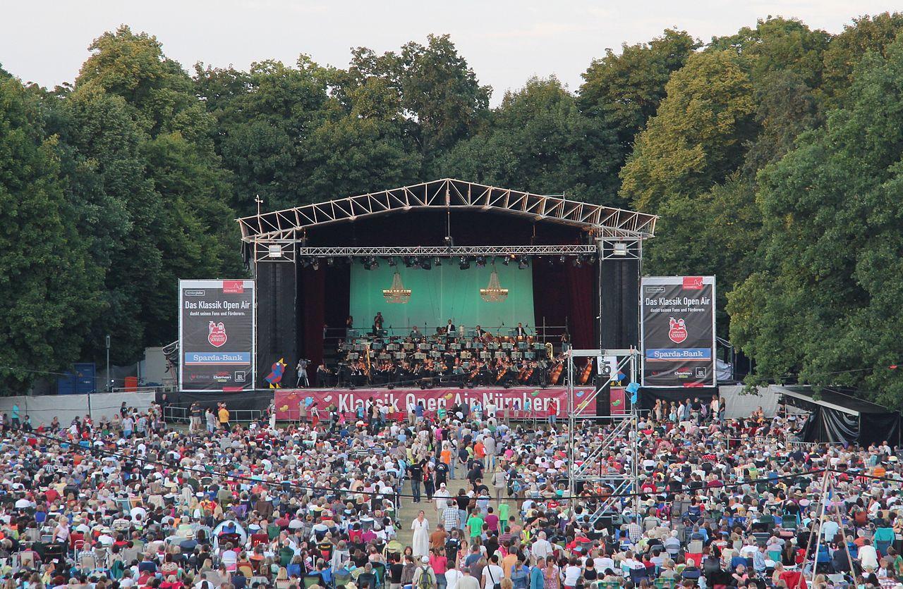 Zwei Mal im Jahr, im Juli und August, steigt im Luitpoldhain das Klassik Open Air Nürnberg.
